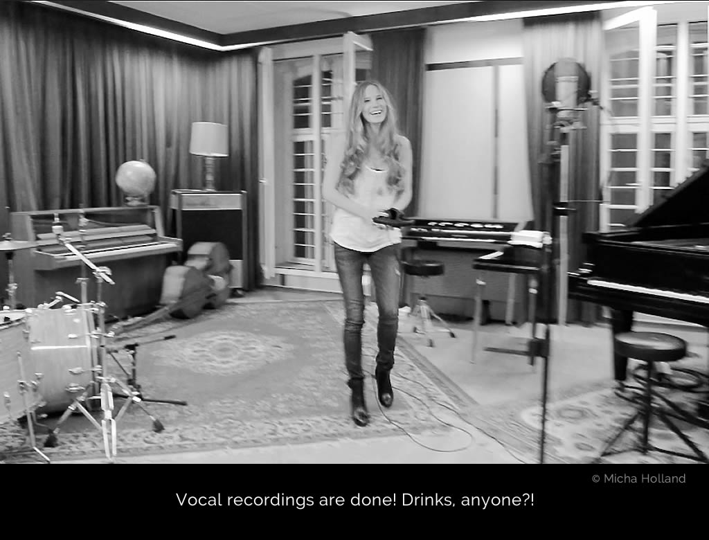 Vocal recordings are done! An intimate moment in the album production: The photo shows an overjoyed Cate Martin in the recording room: she has just completed the vocal recordings for Ivy Flindt's debut Young And Pretty.